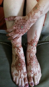 Henna stains a skin a mahogany color